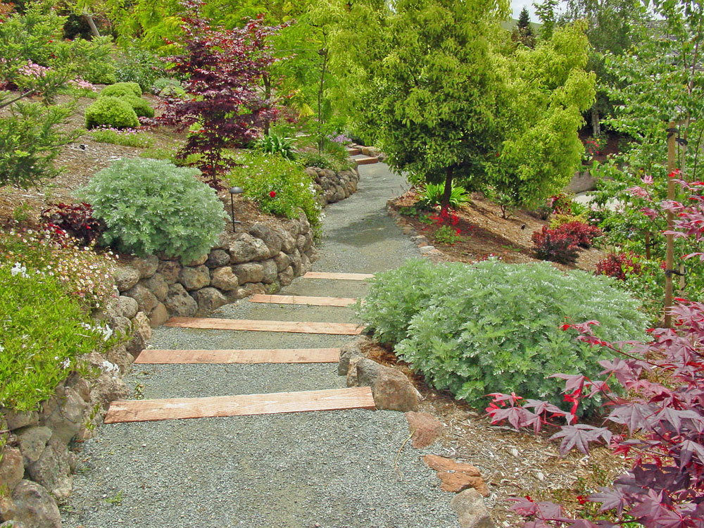 Hillside landscaping landscapes unlimited for Garden designs on a slope